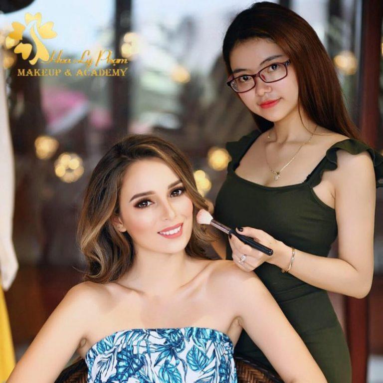 Hoa Ly Phạm Makeup Store & Academy